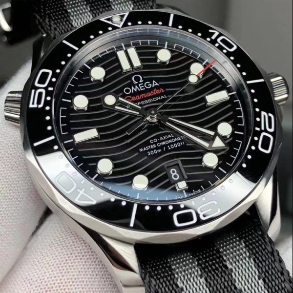 DIVER 300MOMEGA CO-AXIAL MASTER 42 MM